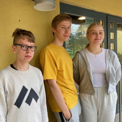 Abbe Honkonen, Teemu Rinnesalmi, Alma Karhu yhteiskuvassa.