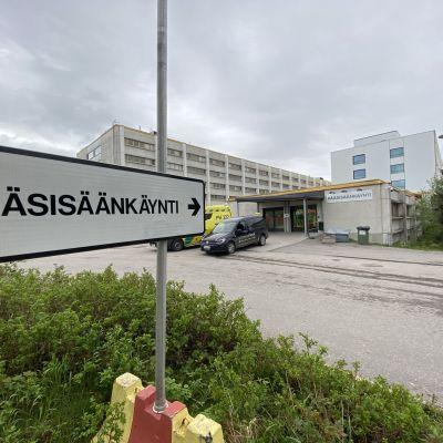 Päijät-Hämeen keskussairaalan pääsisäänkäynti