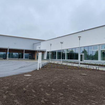 Liikuntakeskus uimahallin puolelta kuvattuna.