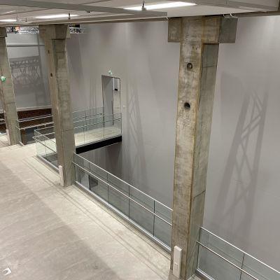 Malva-museon toisen kerroksen silta ja seinätilaa