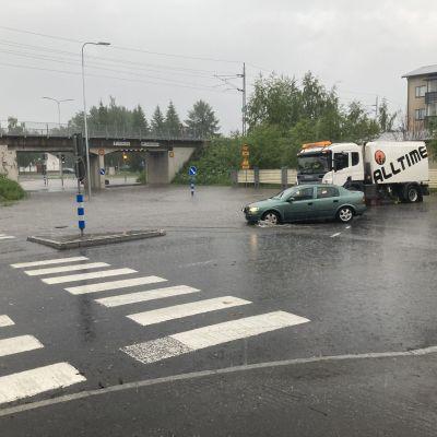 Rankkasateen aiheuttamaa tulvaa Rovaniemellä