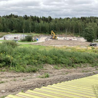 Roskarukan uudet kuntoportaat Kokkolassa sekä laajennuksessa oleva parkkipaikka.