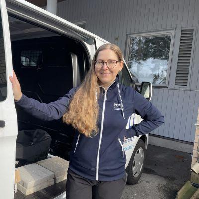 Pohjois-Pohjanmaan liikunta ja urheilu ry:n projektityöntekijä Heidi Similä on valmistelemassa Muista hyvinvointisi! -kiertueelle lähtöä Oulussa.