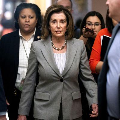 Yhdysvaltain kongressin puheenjohtaja Nancy Pelosi (dem.).
