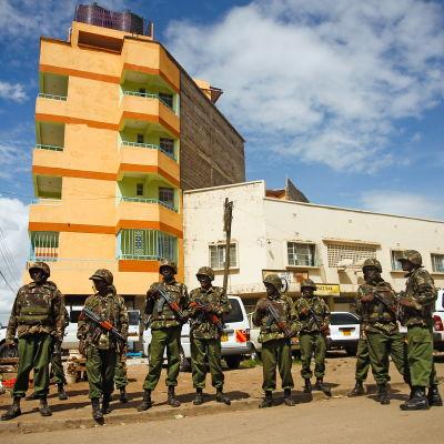 Poliser på gatan i Nairobi