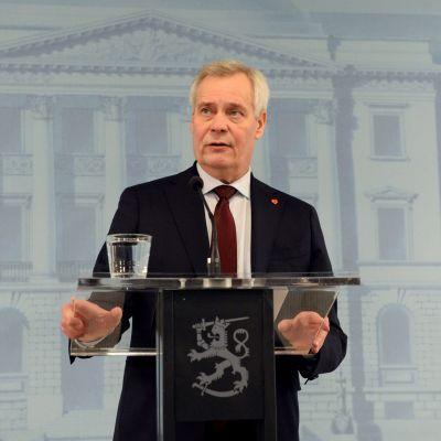 Antti Rinne under presskonferensen den 3 december då han avgick