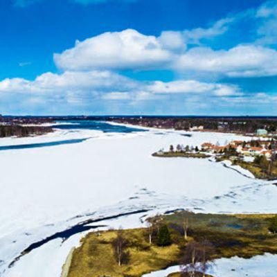 Tornionjoki on jo hieman sulanut.