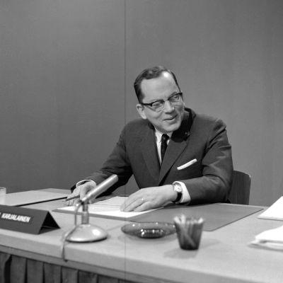 Ahti Karjalainen som nybliven statsminister och hans regering.