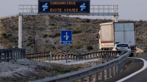 Bilister uppmanas att undvika resor. Motorvägen i Molina de Segura, Murcia 14.3.2020