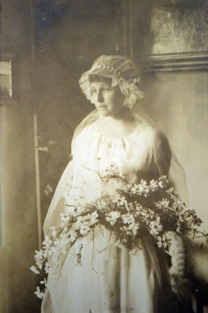 Kerstin Eklundh som brud år 1918.
