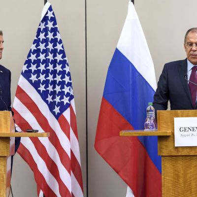 Kerry ja Lavrov tiedotustilaisuudessa Genevessä 26. elokuuta 2016.