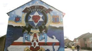 Bild på en väggmålning som den lojalistiska paramilitära gruppen UDA.