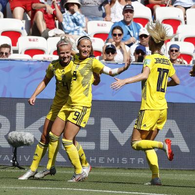 Svenska spelare jublar.