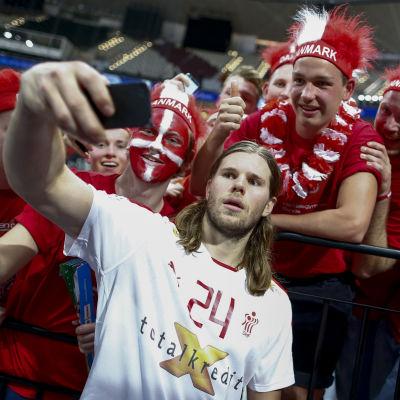Mikkel Hansen tar en selfie, VM 2015.