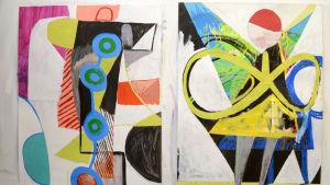 Två bildkonstverk av Mic Linder. De lodräta bilderna har en vit bakgrund och fylls av abstrakta former i många olika färger.