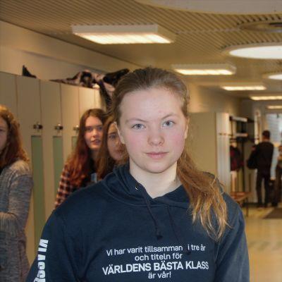 Karin Särs och Zacharias Wikström har båda valt att läsa extra språk i högstadiet.