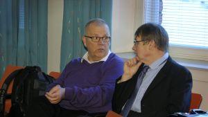 Markku Koivisto (t.v.) med sin advokat