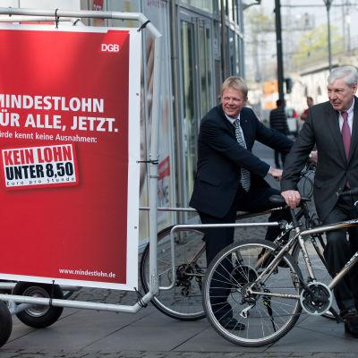 Michael Sommer och Reiner Hoffmann med DGB:s kampanj för minimilön.