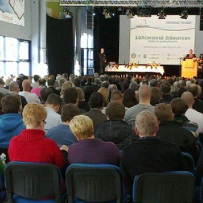 yleisöä Meremme tähden -seminaarissa Raumalla