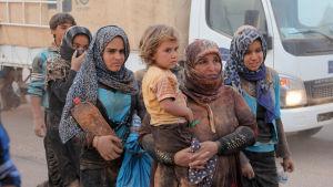 Syriska flyhktingar har redan börjat anlända från krigsdrabbade områden kring Raqqa till Jordanien