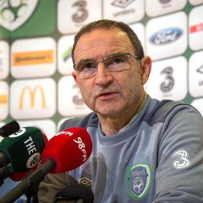 Martin O'Neill är i blåsväder efter att ha skämtat och spelarfruarnas utseende.