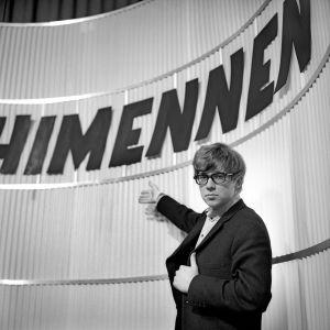 Markku Veijalainen juonsi Ohimennen-ohjelmaa.