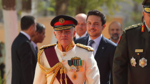 Kung Abdullah utsåg år 2004 sin äldste son Hussen (i bakgrunden) till ny tronföljare i stället för Hamzah.