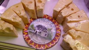 Inplastade ostbitar, tenala ost
