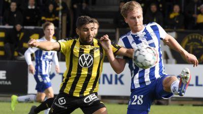 Rasmus Schüller och Borjas Martin kämpar om bollen.