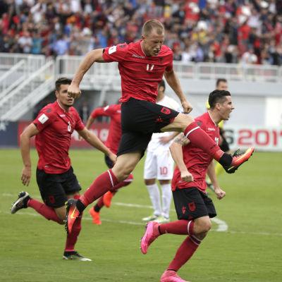 Bekim Balaj jublar efter sitt segermål i den tudelade kvalmatchen mellan Albanien och Makedonien.
