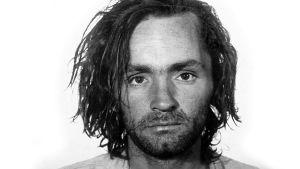 Charles Manson poliisin pidätyskuvassa vuonna 1969.