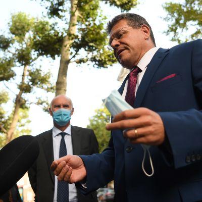 EU-komission varapuheenjohtaja, slovakialainen Maroš Šefčovič saapumassa Lontoossa kriisineuvotteluihin torstaina.