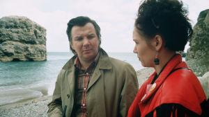 Pirkka-Pekka Petelius ja Mari Rantasilta sarjassa Pakanamaan kartta