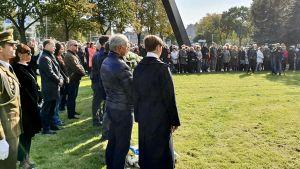 Estlands president Kersti Kaljulaid deltar i minnesstunden på 25-årsdagen efter Estoniakatastrofen.
