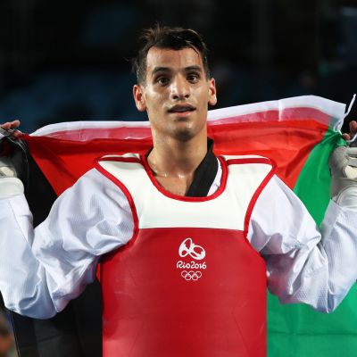 Ahmad Abughaush juhlii Jordanian lipun kanssa.