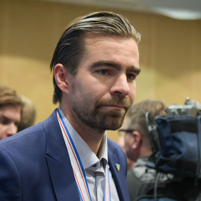 Jussi Ahokas inför pressen.