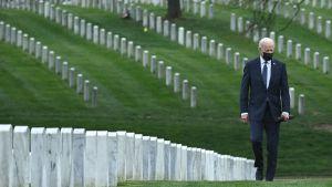 Biden på Arlington Cemetery.