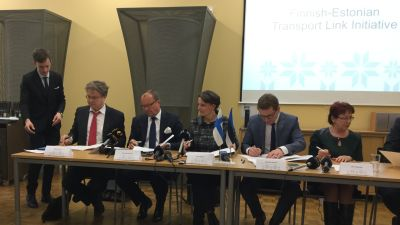 Tva estniska ministrar avskedade