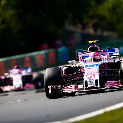 Esteban Ocon och Sergio Perez kör Force India.