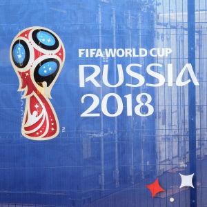 """Ett genomskinligt plakat med texten """"Fifa World Cup Russia 2018""""."""