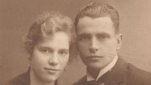 Lenny och Paul Holmström på Granvik Södergård cirka 1936.