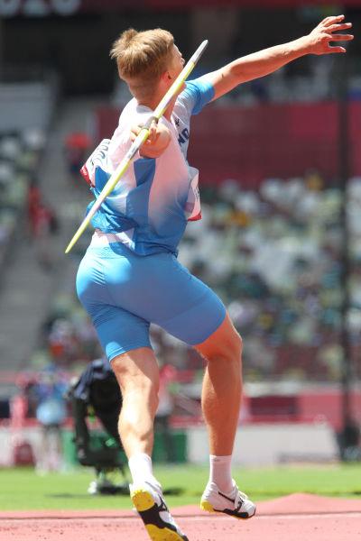 Oliver Helander kastar spjut i OS-kvalet.
