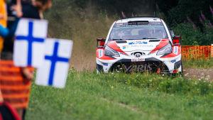 Jari-Matti Latvala ånga på mot seger i Finlands VM-rally. 87b30e2ce1c7c