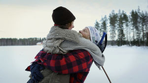 Dokumentin henkilöt Markku Mäkinen ja Veera Väistö