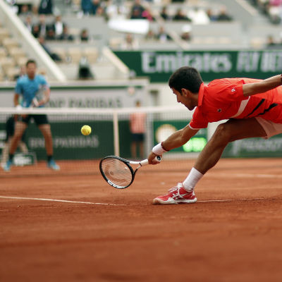 Novak Djokovic i farten i Paris.