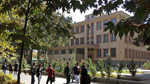 Universitetet i Kabul. De universitetsutbildade kan vara landets räddning - om de stannar kvar.