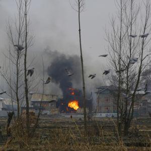 Indien har inför undantagstillstånd i provinsen Jammu och Kashmir där det under de senaste dagarna har förekommit flera blodiga sammandrabbningar mellan separatister och indiska styrkor