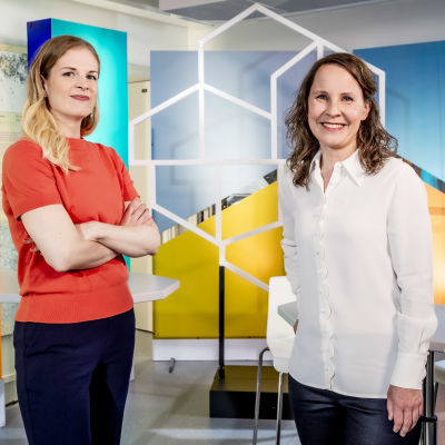 Programledarna Nora Engström och Maria Nylund.