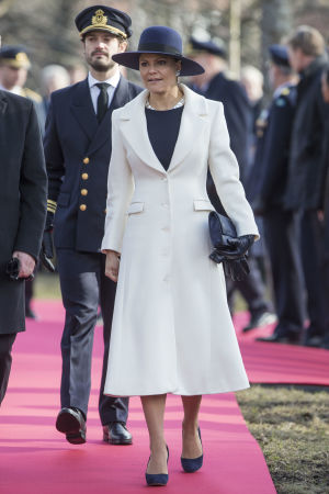 Kronprinsessan Victoria prins Carl-Philip vid minnesceremoni i Stockholm.