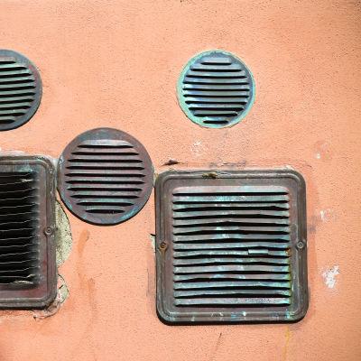 Luftventiler på en vägg.